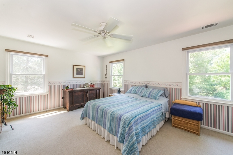 9 HERITAGE MANOR DR-13