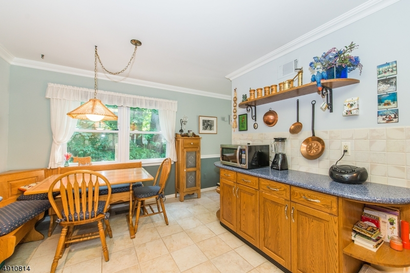 9 HERITAGE MANOR DR-7