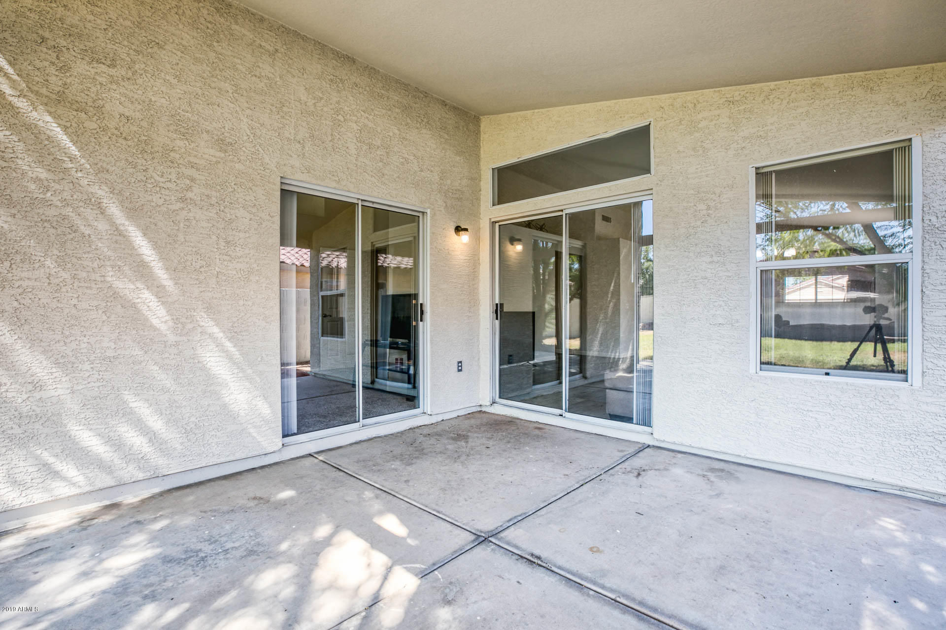 2335 E BROWNING  -23